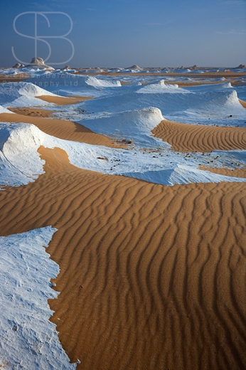 White Desert Egypt, Sahara el Beyda, White Sahara, White Desert National Park, Sahara Desert, Egypt, sand, contrast, brown, white, peaks, horizon over land, high angle view, extreme terrain, remote, rock, vertical